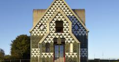 """Férias de Natal na """"House for Essex"""": o hotel perfeito para os amantes da arquitetura"""