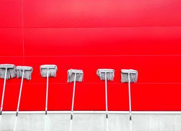 Hora de contratar um prestador de serviços para limpar o condomínio? Guia completo