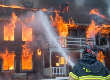 Proteger a casa e bens em caso de incêndio: as medidas que os condomínios devem pôr em prática