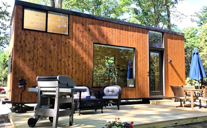 Uma moderna minicasa de madeira com terraço em Nova Iorque para desfrutar do espaço