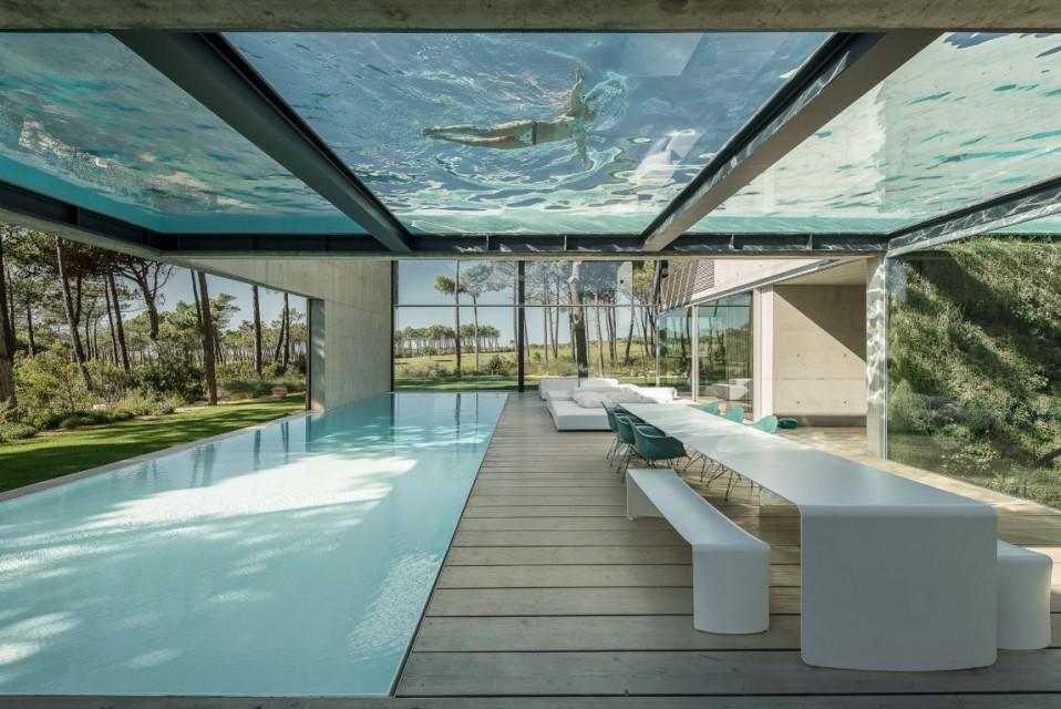 Sim, esta casa tem mesmo duas piscinas