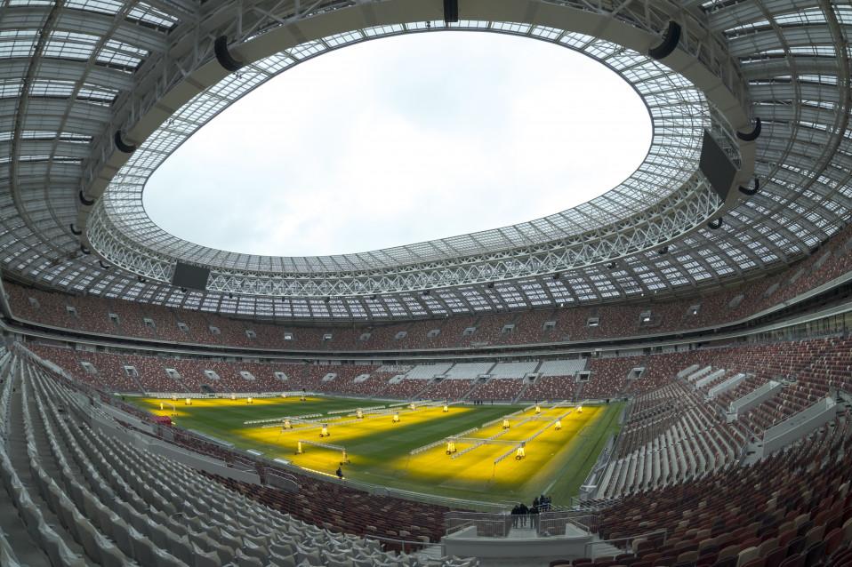 Rússia enfrenta a Arábia Saudita no jogo inaugural às 16, no estádio Lujniki / Gtres
