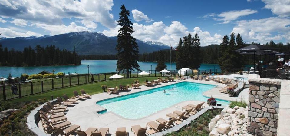 Está localizado no Parque Nacional de Jasper  / Foto: Fairmont Jasper Park Lodge