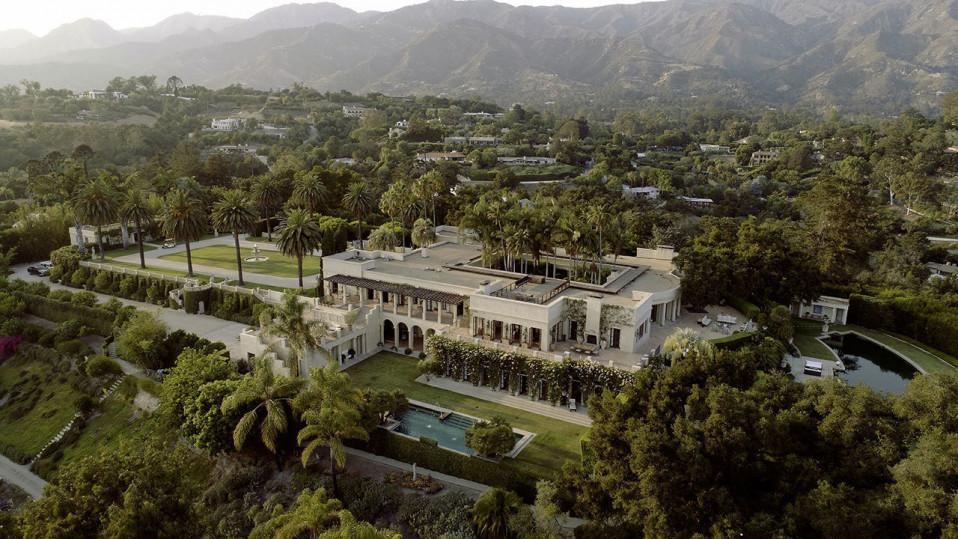 Vista aérea da casa, que está à venda por 35,1 milhões de euros
