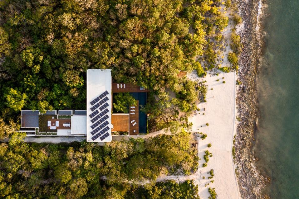 A casa 'esconde-se' na floresta