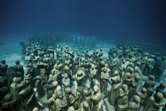 Museu Subaquático de Arte de Cancún (México) /  JASON DECAIRES TAYLOR