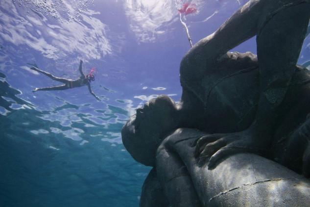 Atlas Oceânico de New Providence (Bahamas) /  JASON DECAIRES TAYLOR