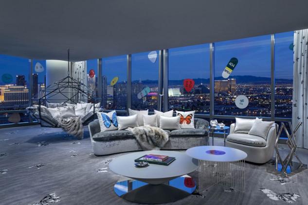 A sala é decorada com obras do artista. (Foto: Palms Casino Resort)