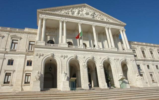 estão marcadas várias manifestações junto à assembleia da república