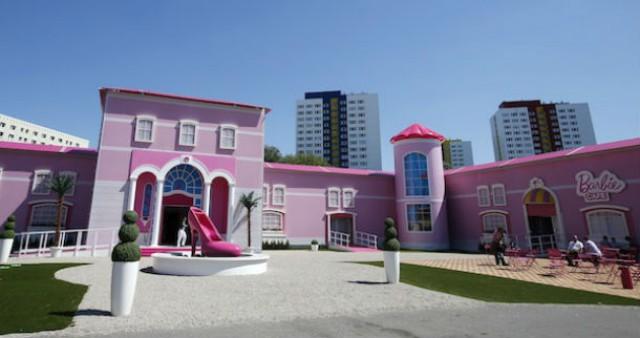 a casa em tamanho real da boneca barbie tem 1.400 m2