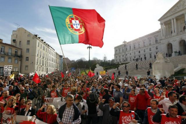 Vários trabalhadores vão concentrar-se frente à Assembleia da  República ao final da manhã