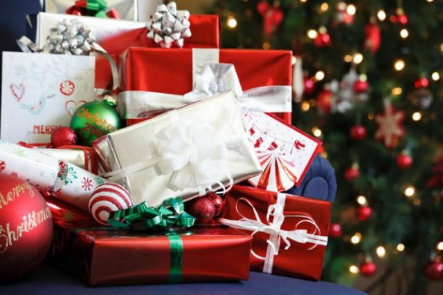 Estudo diz que 49% das pessoas que recebem subsídio de Natal gastam o dinheiro em presentes