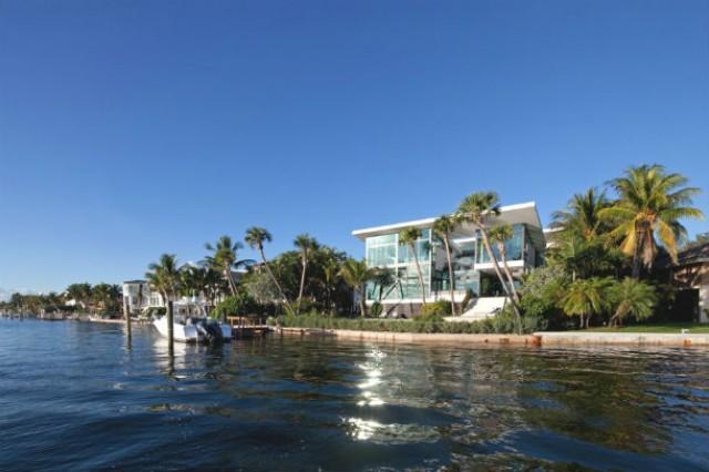 A mansão dispõe de maravilhosas vistas para o mar.