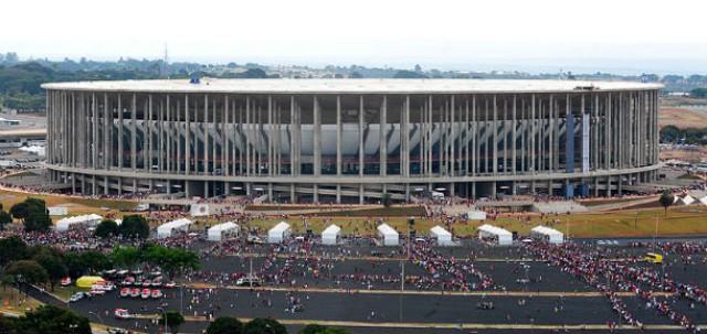 Vista exterior do Estádio Mané Garrincha, em Brasília, que foi inaugurado este ano.