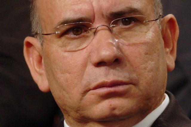 Ex-líder parlamentar do PSD fotografado pelo Público