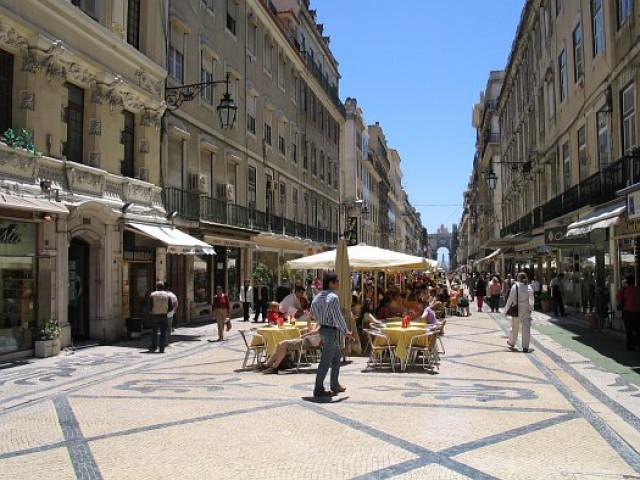 998402ed45f Lisboa  rendas de lojas de luxo aumentam 30% na Rua Augusta e 11% na ...