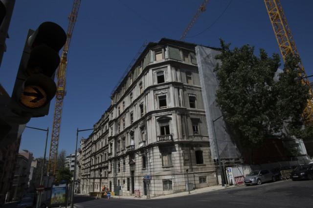O edifício SottoMayor Residências, na Avenida Duque de Loulé, está em construção (Foto: Expresso).