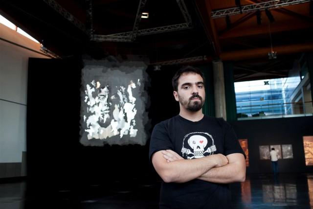 O artista português Alexandre Farto,conhecido como Vhils, fotografado pelo DN.