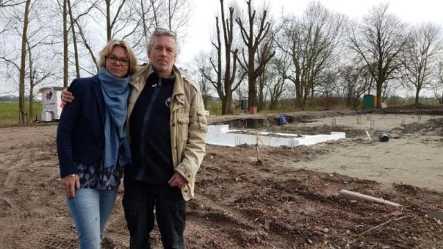 Annemarie e Albert, donos de uma quinta desfeita, estão entre as muitas vitimas deste fenómeno / Tiago Carrasco, Observador