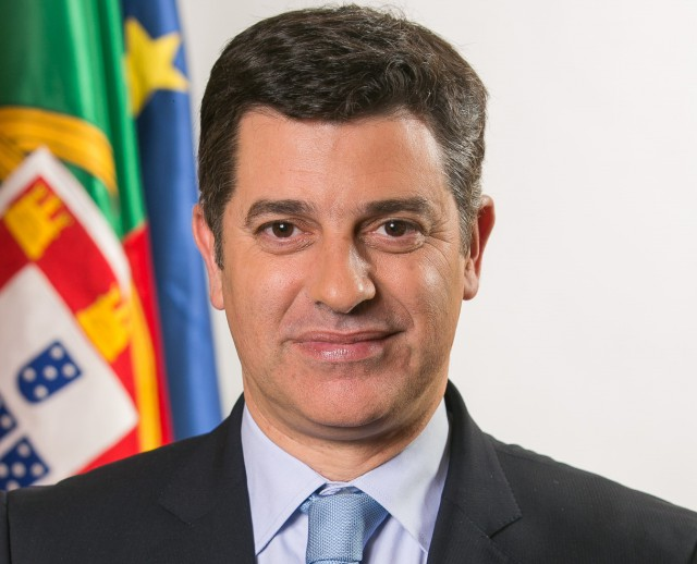 Caldeira Cabral, ministro da Economia. / República Portuguesa