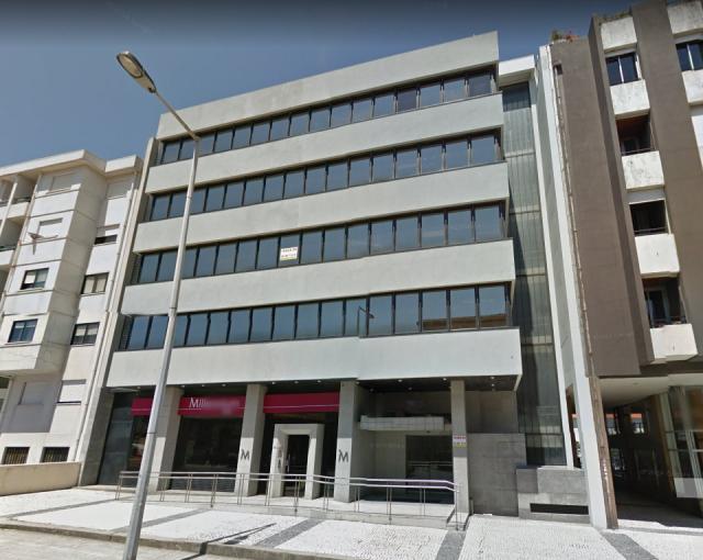 Este é um dos imóveis, um edifício de escritórios no centro do Porto. / CBRE