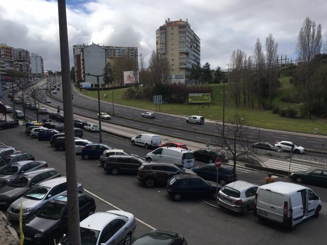 Terreno, localizado junto à Calçada de Carriche, tem projeto aprovado para 74 fogos e vale 7,1 milhões de euros / Century21