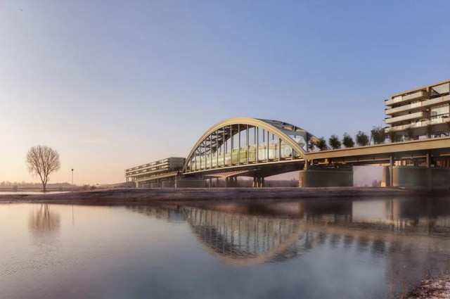 A antiga ponte Lekburg liga as duas margens do rio Lek