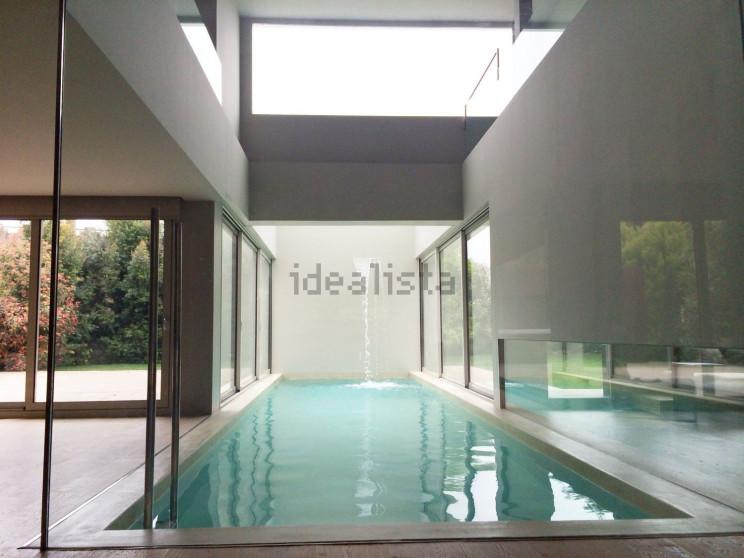 A piscina com cascata