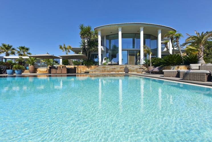 Esta moradia em Albufeira, no Algarve, está à venda por 12,5 milhões de euros / Portugal Sotheby's International Realty