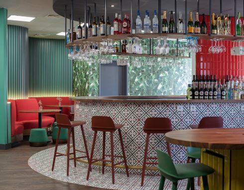Um escritório com... bar / Bacardi-Martini Portugal