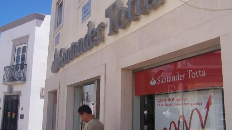 Banco avisa que se nova Lei avançar a nova lei avançar poderá ditar uma queda na concessão de crédito à habitação / Santander Totta