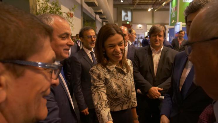 Ana Pinho (ao meio), secretária de Estado da Habitação / SIP