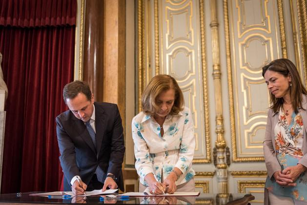 Fernando Medina (CML), Isabel Dias (IHRU) e Ana Pinho (secretária de Estado da Habitação) / CML