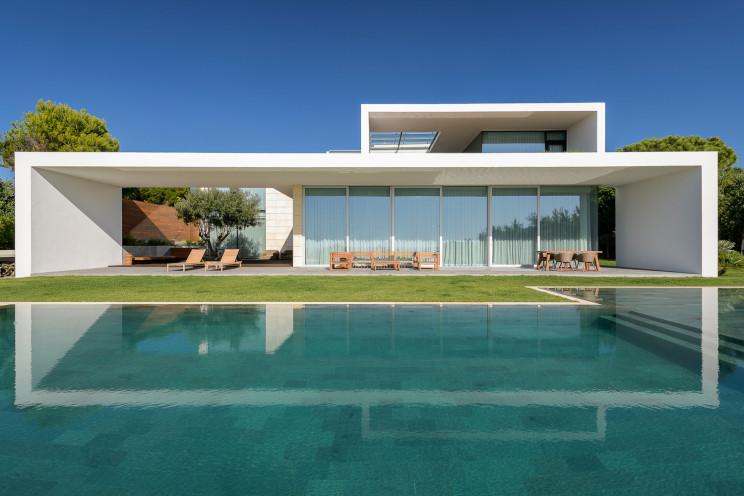 Uma casa que facilita a entrada de luz natural