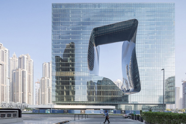 O edifício com um buraco no centro