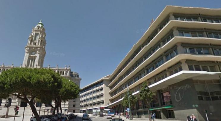 Palácio dos Correios (edifício à direita) / Google Maps