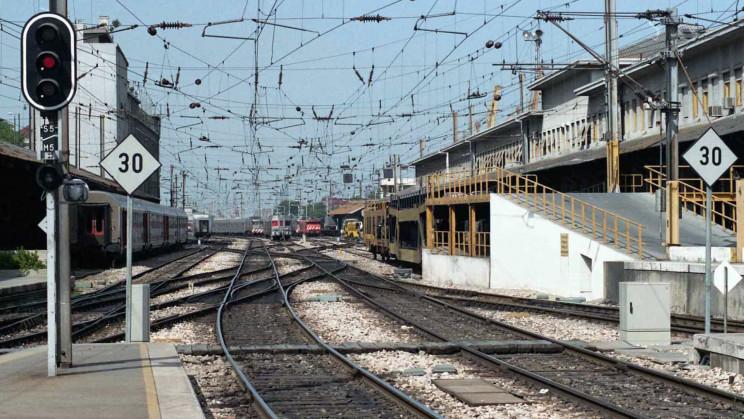 Infraestruturas de Portugal tem vindo a alienar imóveis fora da exploração ferroviária e rodoviária. / Notícias ao Minuto