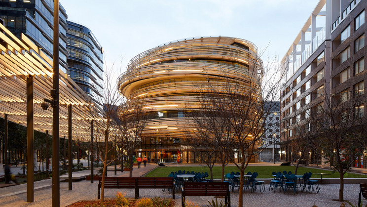 Um edifício que salta à vista