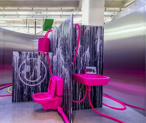 Casa de banho da artista JERSZY SEYMOUR / FOTO © C.K. MARIOT