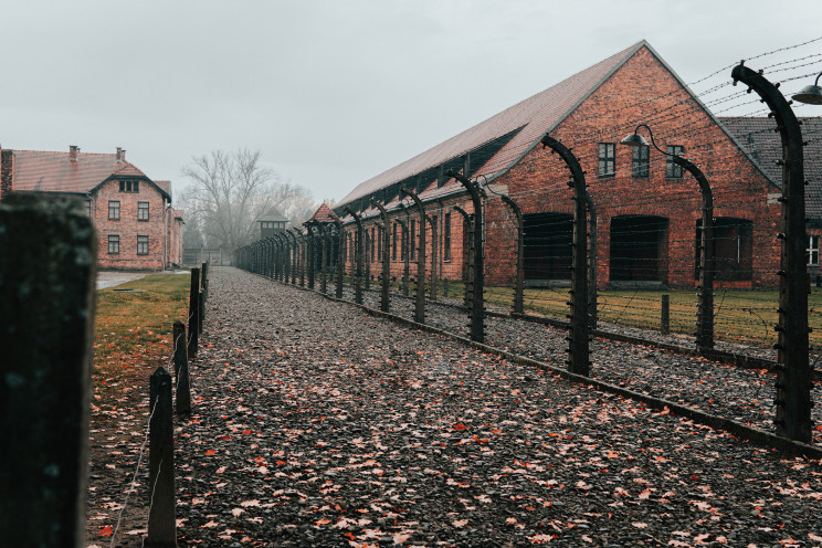 Auschwitz, Polónia / Photo by Jean Carlo Emer on Unsplash